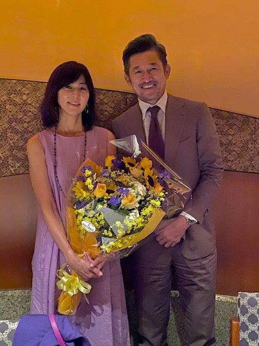 三浦りさ子、27回目の結婚記念日に夫・カズと2ショット「明るい家族でよかった」