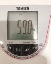 """恋愛マスター・くじらの妻、""""59kg""""の体重にガッツポーズ「2か月で5.5Kgの減量」"""