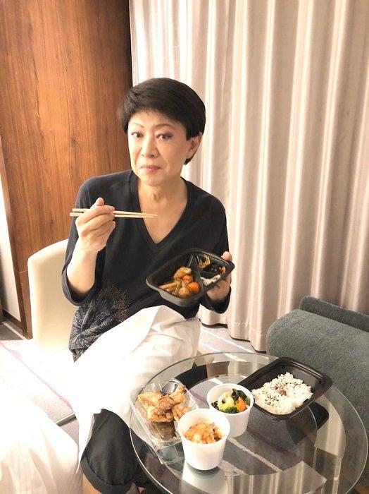 """美川憲一、大戸屋の弁当の美味しさに""""感動""""「ハマるわね」"""