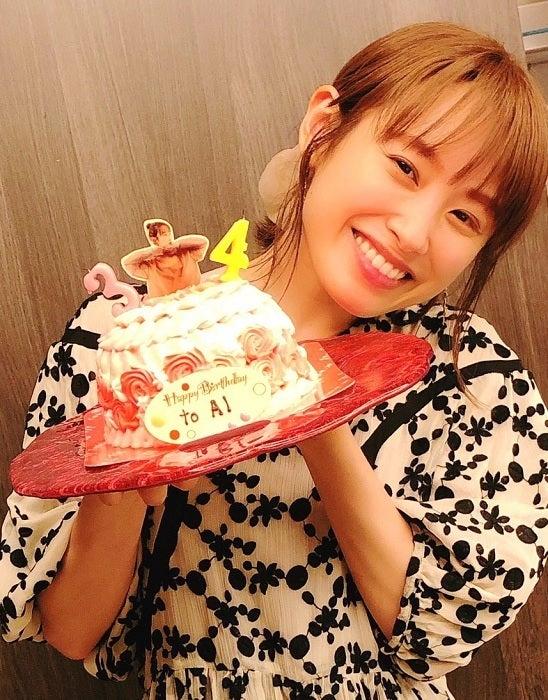 あべこうじ、妻・高橋愛の誕生日ケーキを公開「ケーキがドレスになっている」