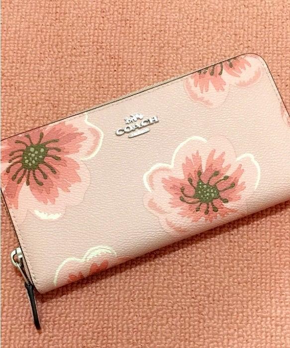 上原さくら『COACH』で購入した財布「思わず可愛い~ と声を上げてしまった」