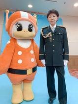 美川憲一、警察の制服姿を公開「似合ってると思わない?」