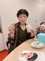"""美川憲一、""""おやつタイム""""の様子を公開「食べる時は食べるわよ~」"""