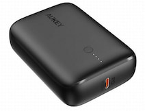 AUKEY、クレジットカードよりも小さく急速充電もできるモバイルバッテリー「Basix Mini」発売