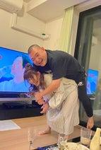 内山信二の妻、夫を持ち上げる吉田沙保里さんの写真を公開「さすが霊長類最強女子」