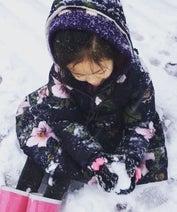 高岡早紀、雪遊びする3年前の娘の姿「雪だるまが作れたら」