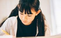 集中力のない小学生……改善のカギを握る親の言動とは