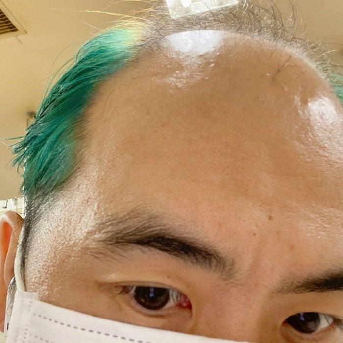 トレエン斎藤、緑色にチェンジした髪を公開「青にしたかったのに」