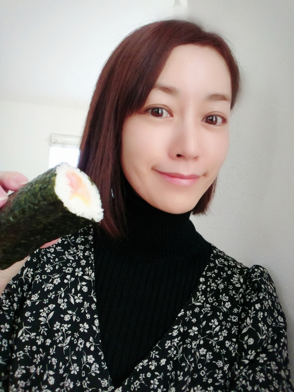 細川直美、娘と作った恵方巻きを披露「春らしい可愛い感じに」