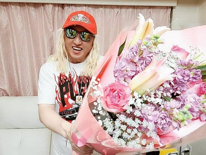 DJ KOO、入籍記念日を迎え妻への贈り物を公開「よろしくのハートをこめて」