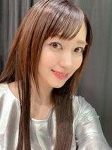 飯田圭織、18歳の頃の姿を再現した写真を公開「素敵」「びっくり」の声
