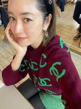 仁香、爆買いしたシャネルで全身コーデ「緑が大好きなわたし」