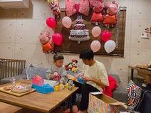 パンサー尾形の妻、家族揃って娘の誕生日会「なんとか無事にやり遂げた!」