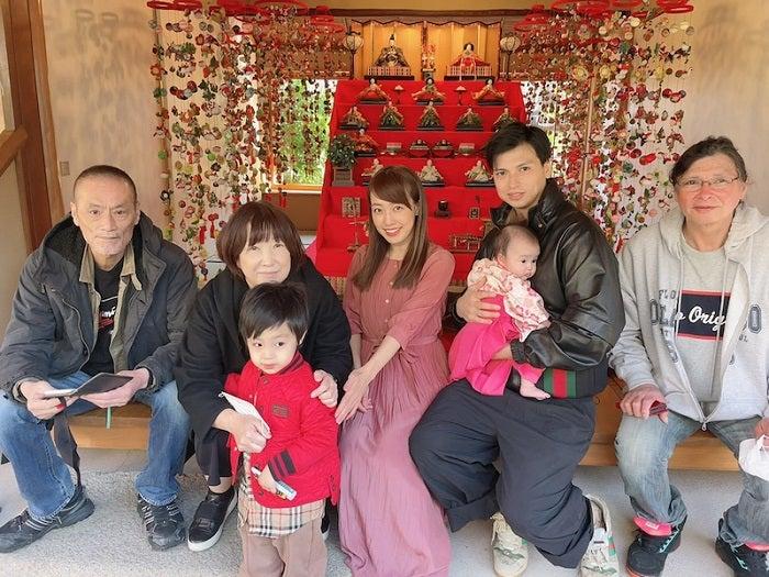 アレク&川崎希、娘の初節句を祝福「お祝いに着物を着てみたよ~」
