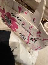 高橋愛、お気に入りのバッグを紹介「引っ張り出してきました」