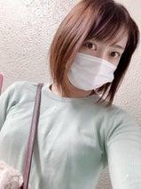 飯田圭織、ZARAで購入したお気に入りの商品を紹介「色違いで揃えたい」