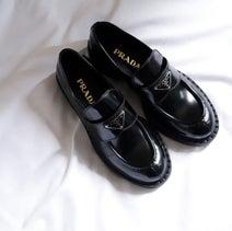 長く履きたくなる、色褪せないクラシックなデザイン。プラダのレザーローファーがため息の出るかわいさなんです