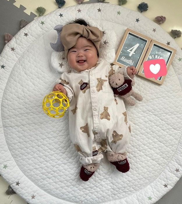 ANZEN漫才・あらぽんの妻、生後4か月を迎えた娘の月齢フォトに「まだまだ赤ちゃんでいてー」