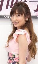 熊田曜子、妖艶チャイナドレス姿で胸元&美脚披露「色っぽい...!」「似合ってる」