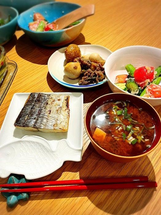 小川菜摘、夕飯メニューと作り方を紹介「やっぱりお家ご飯は落ち着く」