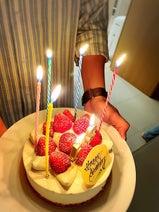 小川菜摘、夫・浜田雅功の誕生日を家族で祝福「お誕生日おめでとう」