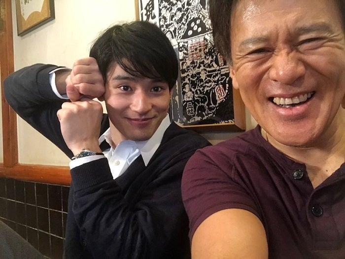 橋本じゅん、22歳の誕生日を迎える岡田健史を祝福「もっと大きな新しい日々になるね」