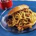 【B級フード研究家・野島慎一郎のバカレシピ】サムライマックのお肉を具にした絶品マシマシまぜそば「サムライまぜそばバーガー」