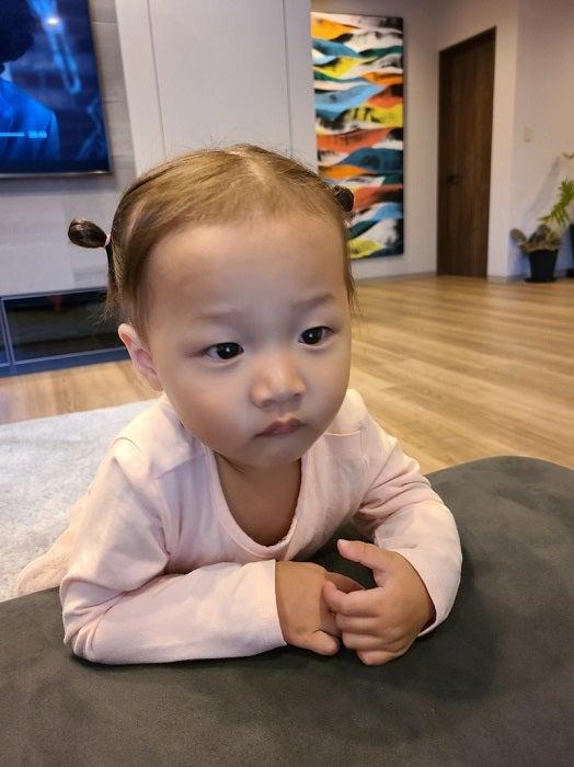 小原正子、次男にそっくりな娘の表情を公開「双子なみ」「可愛すぎる」の声