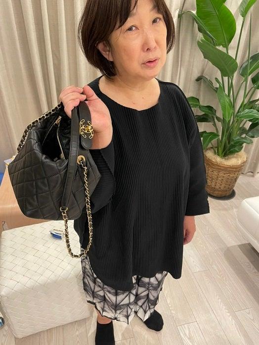 アレク、義母の70万円コーデを紹介「汚い格好だと都内は風当たりが強いのよ」