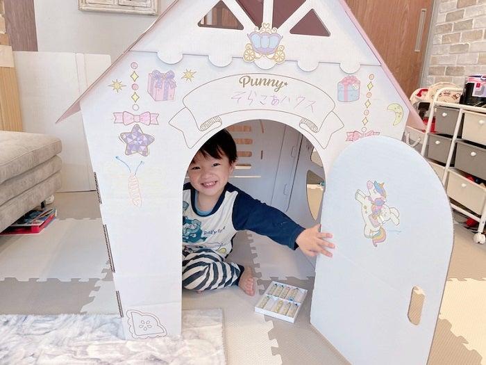 """辻希美&杉浦太陽、息子達が作った""""新居""""を公開「パパはギリギリ入れるサイズでした」"""