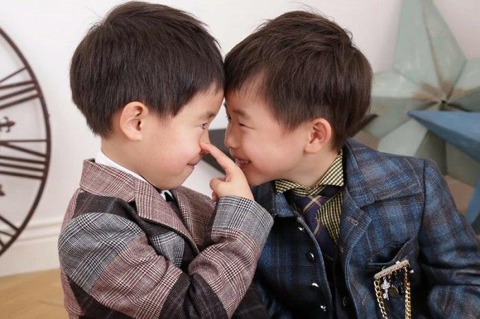 2700ツネの妻、双子の息子達の育児に苦悩「比べてはいけないけど…」