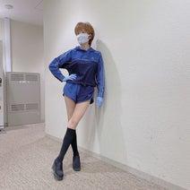 """小柳ルミ子、""""超""""ショートパンツ姿を公開「スタイル抜群」「流石」の声"""