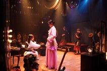 女優4人がバトる名作戯曲に若手俳優たちが挑む。佐藤アツヒロ演出『楽屋』開幕