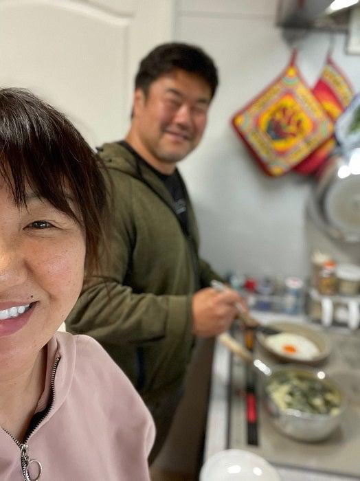 北斗晶、結婚記念日を迎え夫・佐々木健介と料理「今年で26年目になります!」