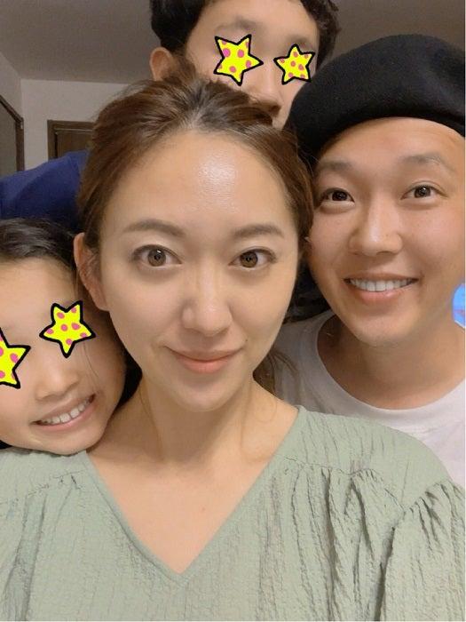 金子貴俊、結婚記念日を迎え家族写真を公開「最高に愛してるぞー!」
