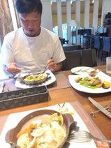 小原正子、夫・マック鈴木とフルコースランチを堪能「美味しそう」「仲良し」の声