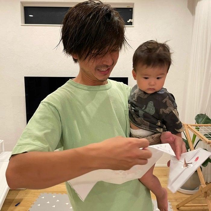 """hitomi、夫が大喜びした""""父の日""""のプレゼントを公開「種類があるんですね~」"""