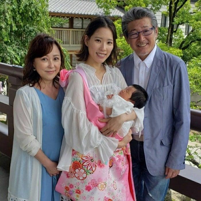 布川敏和、初孫のお宮参りで家族ショットを公開「素敵な笑顔」「可愛い」の声