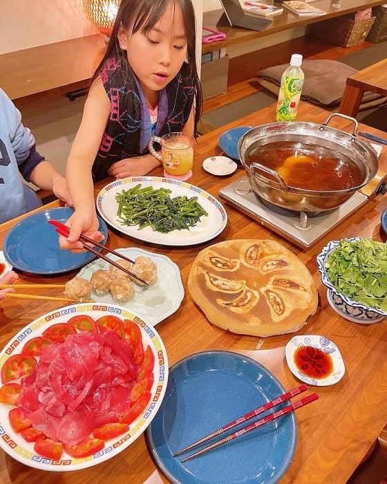 """みきママ、家族が絶賛した""""父の日パーティー""""の料理を披露「美味しそう」「素敵」の声"""