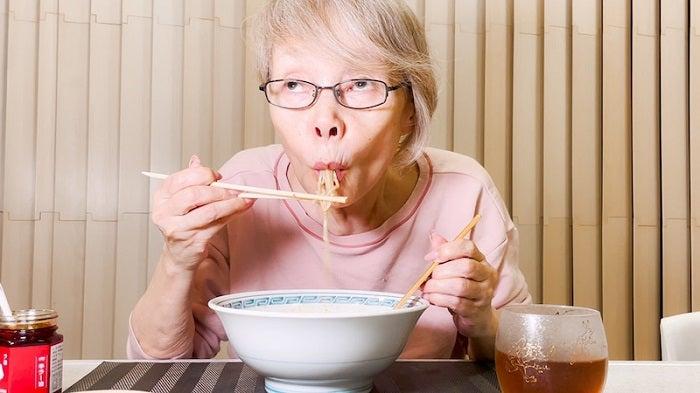 研ナオコ、夫手製の担々麺を食べる姿を公開「超美味しそう」「幸せ感じます」の声