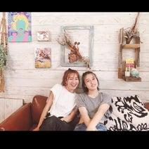 新山千春、14歳の娘とDIYしたリビングの壁を公開「好きなものを飾れるから嬉しい」