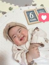 ANZEN漫才・あらぽんの妻、娘の6か月の月齢フォトを公開「すごい成長スピードだった」