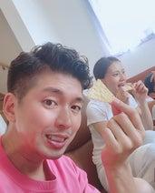 宮崎謙介&金子恵美、新しいヘアスタイルを公開「美男美女」「似合ってます」の声