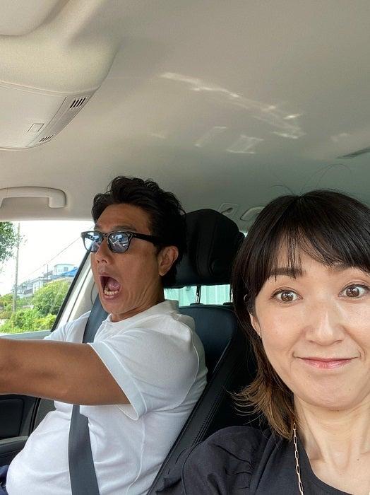 原田龍二の妻、車内での夫との2ショットを公開「取材のお仕事行かせてもらいます」