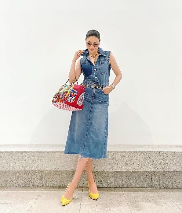 アンミカ『ZARA』のアイテムを取り入れた私服を紹介「遊びある小物でコーデ」
