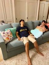 原田龍二の妻、新調したソファーを公開「おっきくて存在感ありあり」
