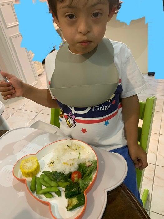 ラミレスの妻、ダウン症の長男の食事事情を明かす「好き嫌いなくなんでも食べます」