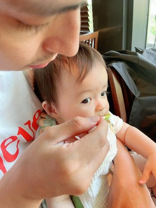 アレク、医師たちが驚いた8か月の娘の反応を明かす「なんて可愛いらしい子なんだ?」