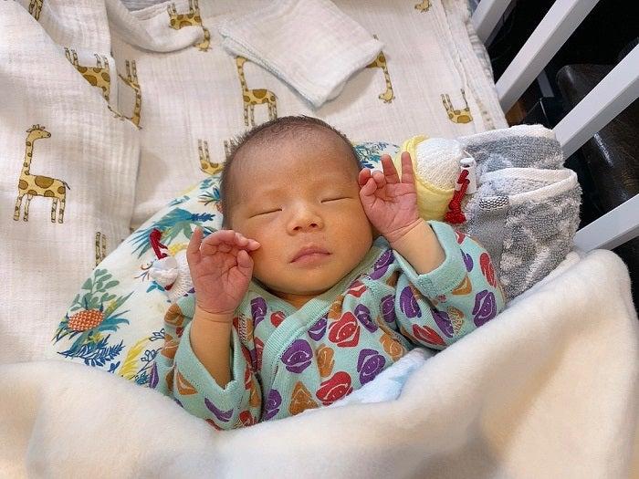 エハラマサヒロの妻、むくみが取れてきた生後1週間の息子「だいぶお顔がスッキリ」