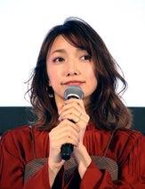 後藤真希、モーニング娘。OG・高橋愛との2SHOTに「豪華すぎ!」「美女コンビ!」の声